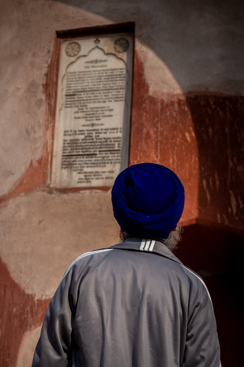 Man i turban visiting the observatory, Jantar Mantar, Delhi, India.