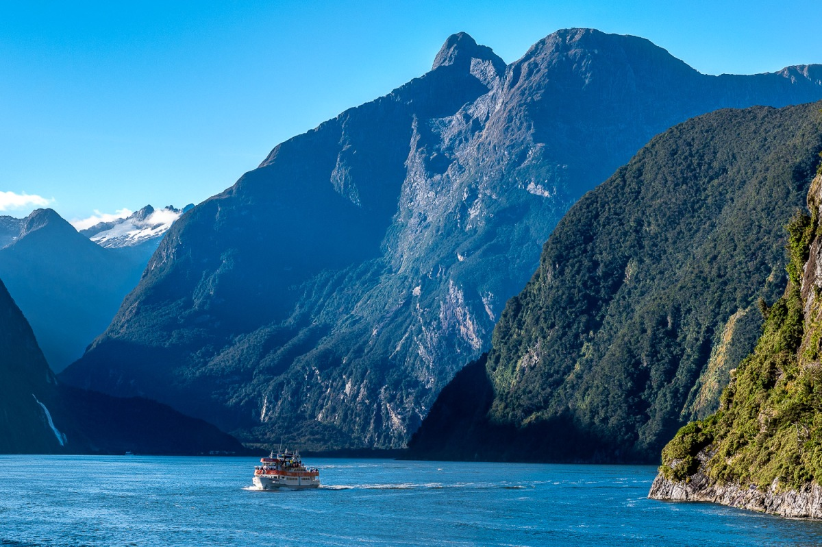 Boat cruise through the fiords, Milford Sounds, New Zealand.