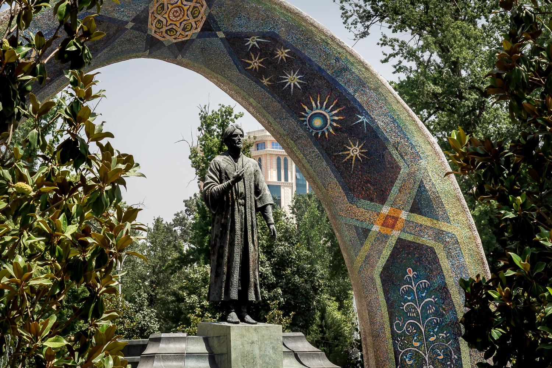 Travelgrapher.com-Inspire-Tajikistan-Dushanbe-Monument