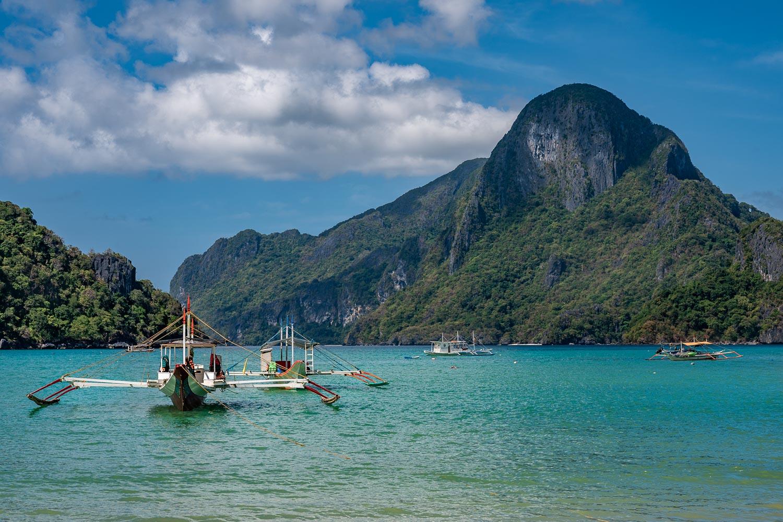 Travelgrapher.com-Relocate-Philippines-Palawan-El-Nido-Becach-Mountain