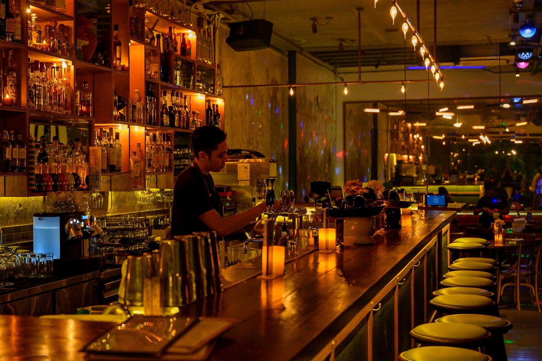 Travelgrapher.com-Inspire-Singapore-Duxton-Hill-Bar-Desk