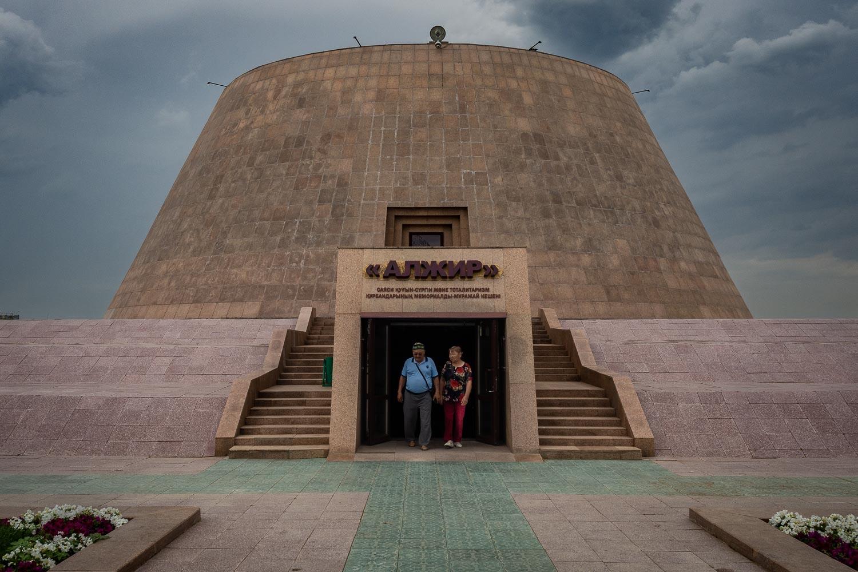 Travelgrapher.com-Inspire-Kazakhstan-Alzhir-Monument-Couple
