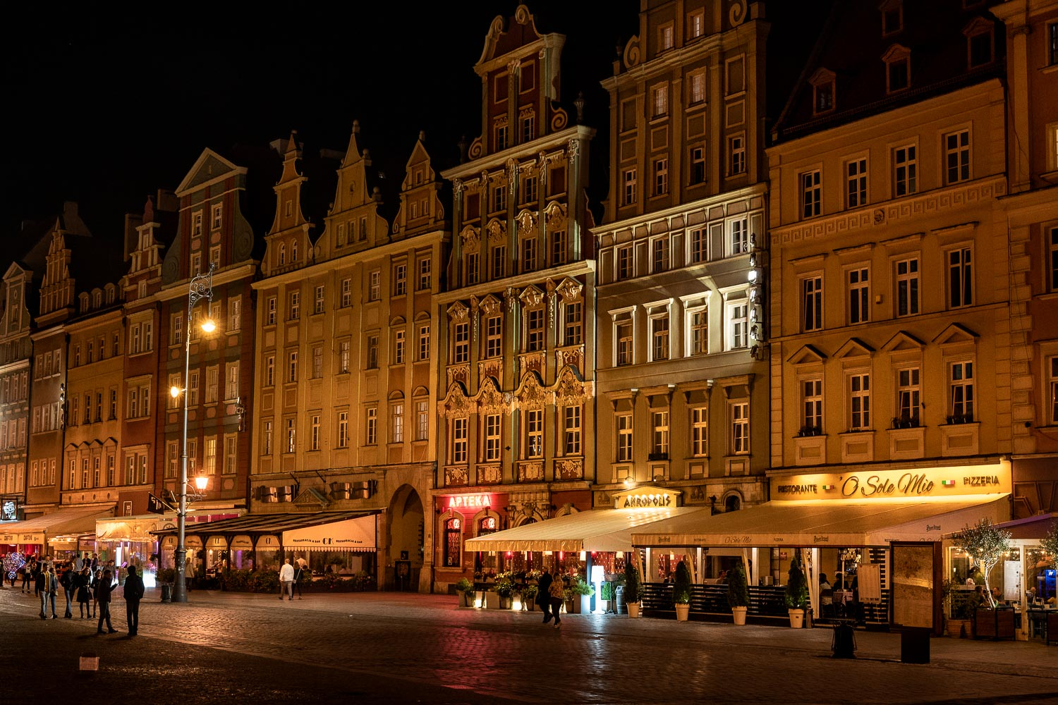 Travelgrapher.com-Inspire-Poland-Wroclaw-Old-Town-Night