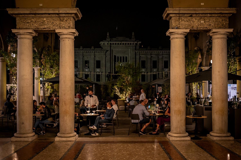 Travelgrapher.com-Inspire-Italy-Bergamo-Piazza-Restaurant