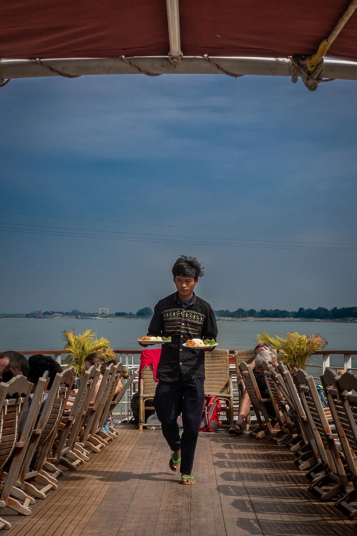 Travelgrapher.com-Inspire-Myanmar-Irrawaddy-River-Boat-Food