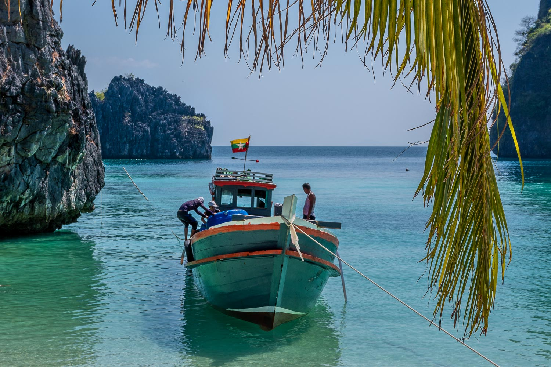 Travelgrapher.com-Inspire-Myanmar-Mergui-Horse-Shoe-Island-Boat